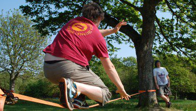 Slackline_in_the_sun